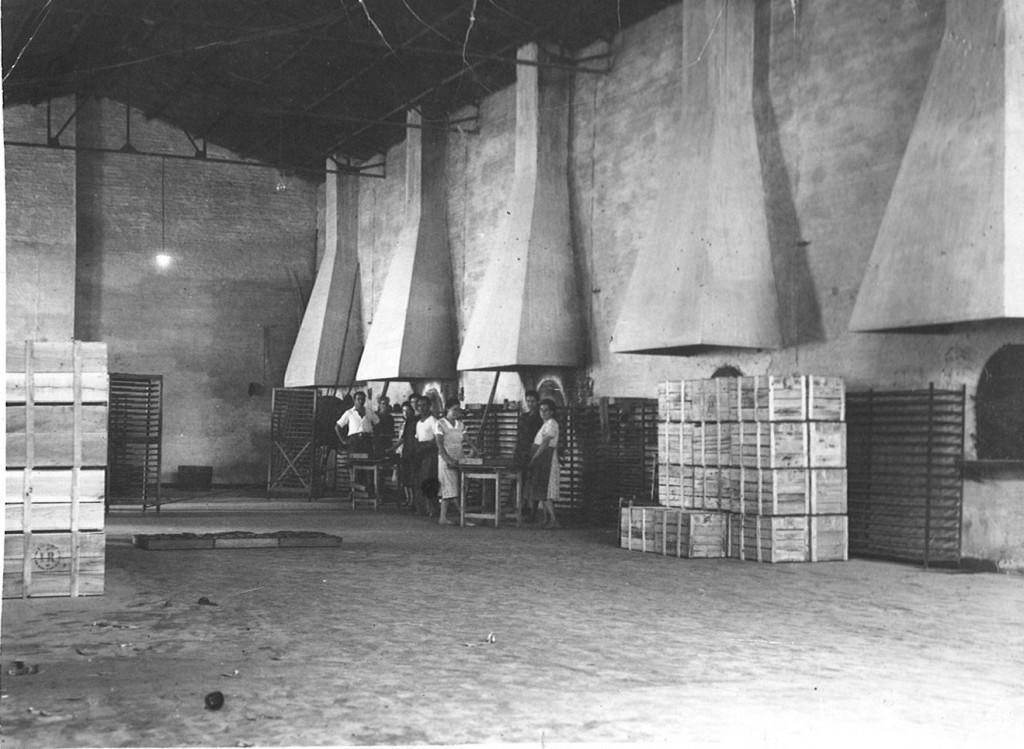 Antigua fotografía de los años 60 de la fábrica de Inés Rosales, ubicada en Castilleja de la Cuesta (Sevilla)